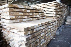 Xếp thanh gỗ tạo khe thoáng